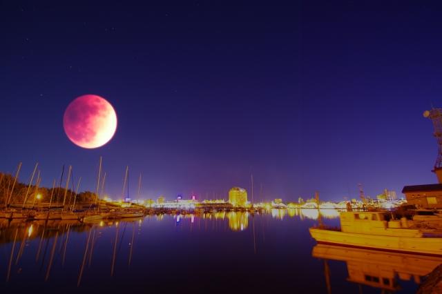 赤い月は地震の前兆?!