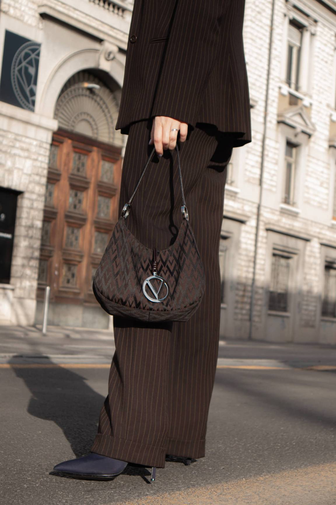 brown-suit-soybell-by-isabell-zanoletti-valentino-vintage-bag-missguided