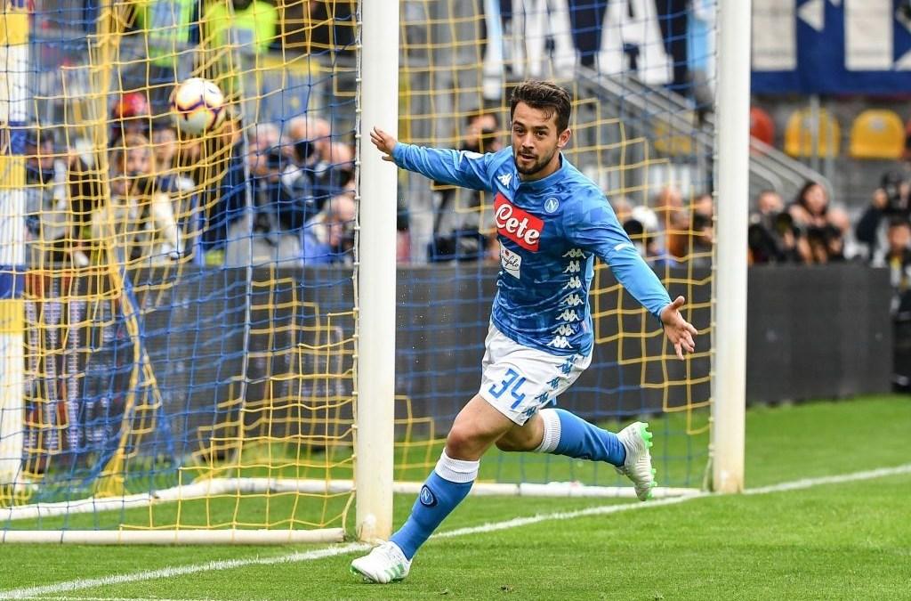 El Napoli se acerca a confirmar el segundo puesto en Frosinone