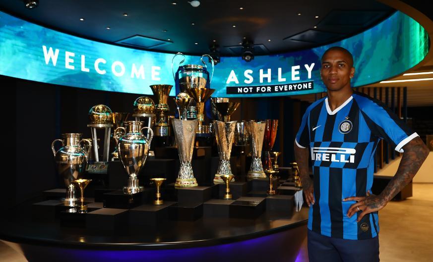 OFICIAL I Ashley Young ficha por el Inter