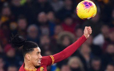 La Roma sigue negociando con el Manchester United por Smalling