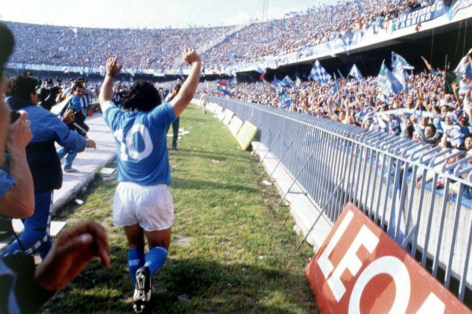 El Napoli estudia cambiar el nombre de su estadio en honor a Maradona