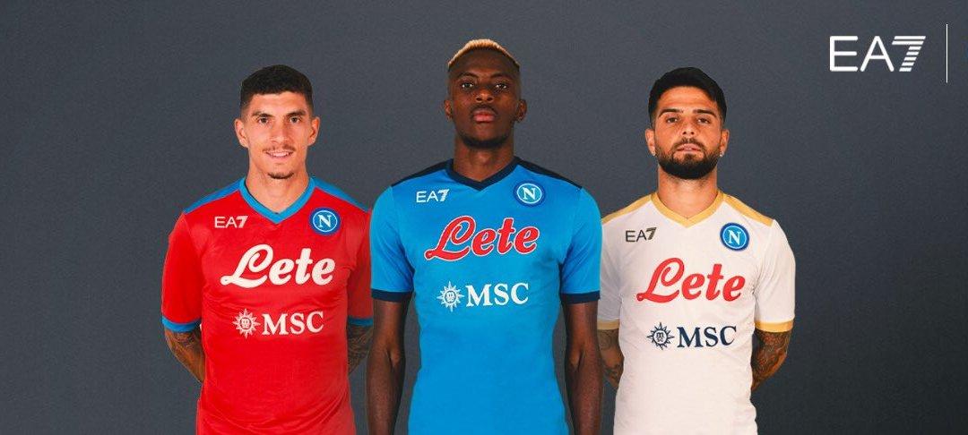 El Napoli lanza sus propias camisetas: ¡con Emporio Armani!