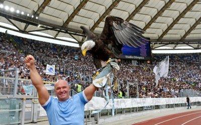 Caos en la Lazio: el adiestrador del águila, cazado haciendo el saludo fascista