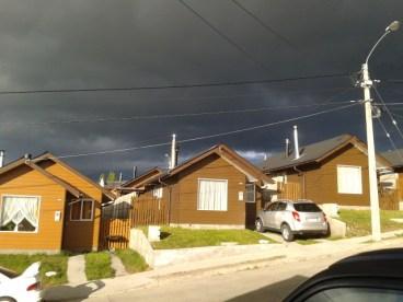 Justo en mi casa se dividía el cielo ese día