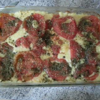 Es como pizza: salmón, queso, tomate y orégano