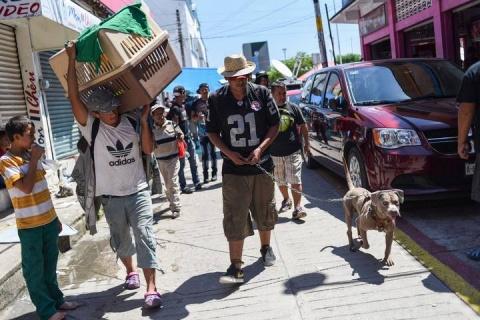 México cierra fronteras con Guatemala ante la llegada de caravanas migrantes y AMLO les ofrece trabajo