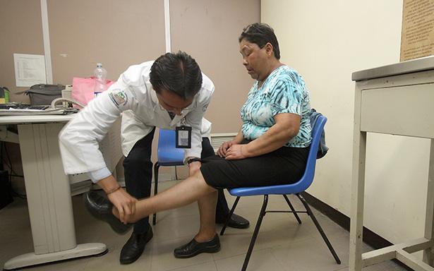 Dolor del talón, padecimiento que afecta a personas que trabajan de pie o caminando