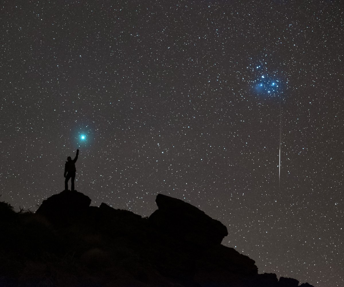 """Increíbles imágenes del """"cometa de la Navidad"""" que brilla en el cielo ☄️"""