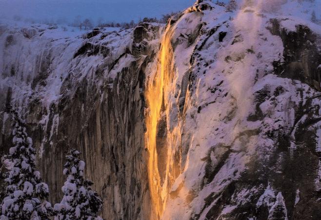 """No es lava, es la """"cascada de fuego"""" de Yosemite"""
