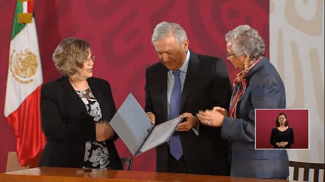 AMLO firma un 'Acuerdo por la Igualdad entre Mujeres y Hombres'