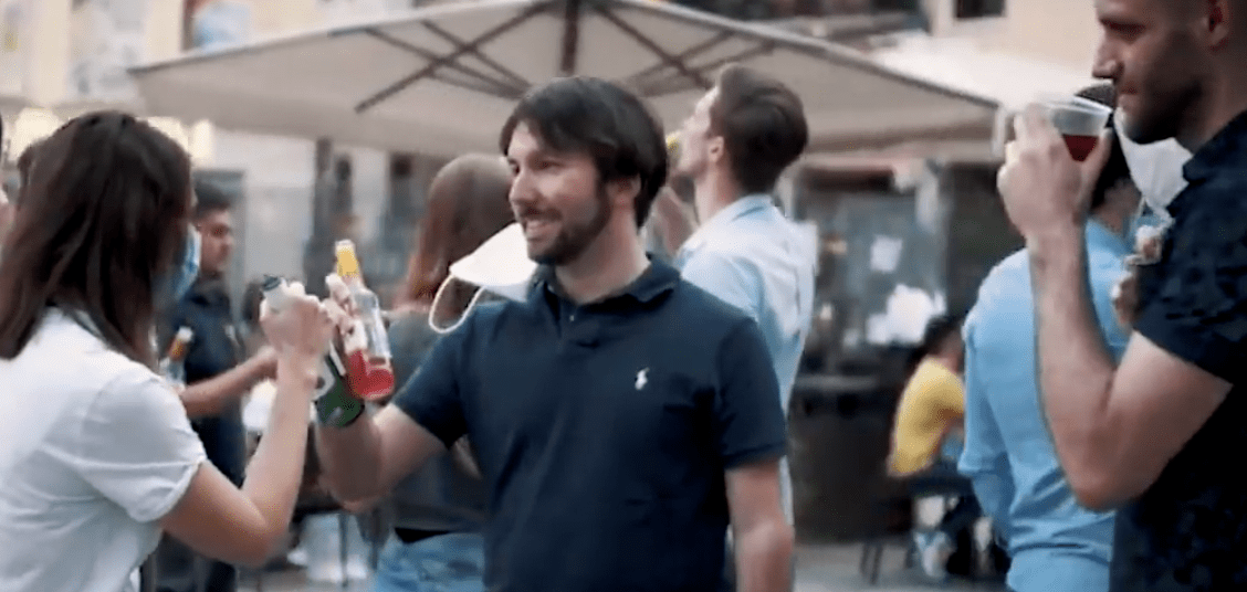 'Happy hour?', el video para concienciar sobre los peligros de relajarse durante la desescalada