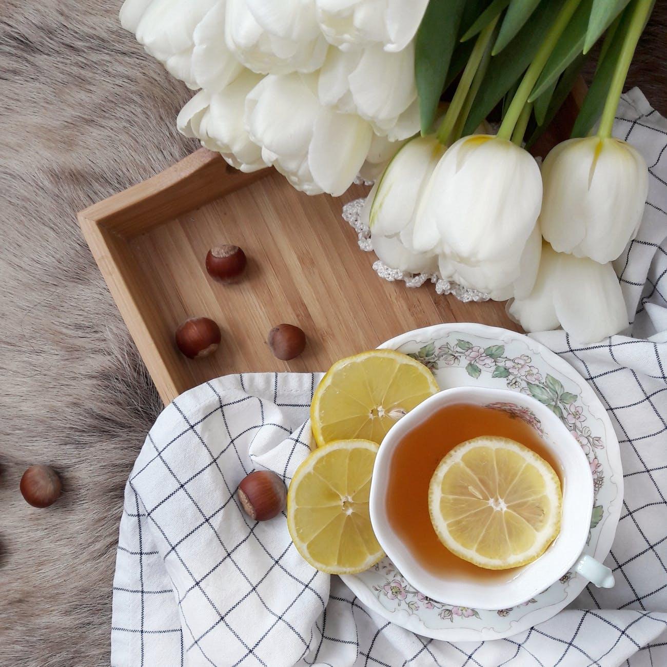 Estos son los beneficios para la salud asociados con beber té verde, blanco y negro