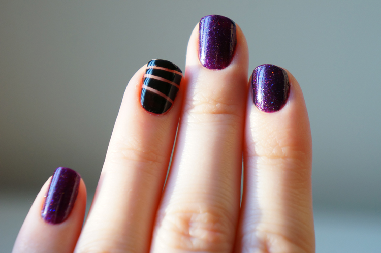 Violet Microglitter 255 Kiko & striping tape