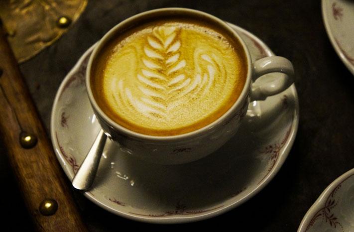 Café Lomi Paris avis Cappucino du jour
