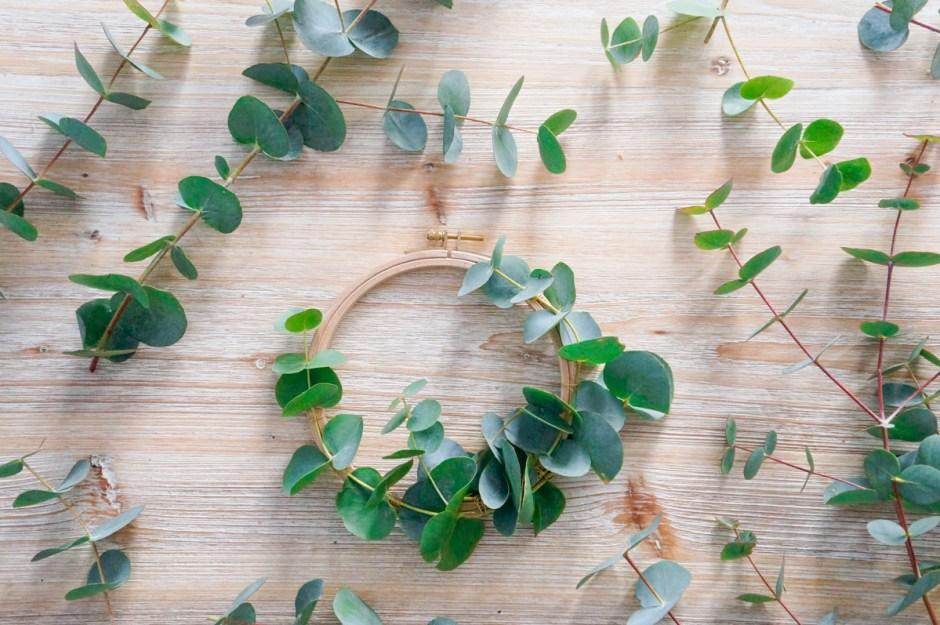 couronne noel facile tuto eucalyptus tambour broderie diy