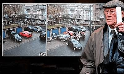 Le retiran el carnet a un anciano por arrastrar con su vehículo al coche que le bloqueaba su garaje