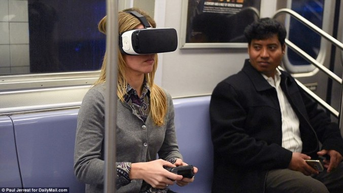2FD8697400000578-3387349-Dailymail_com_s_Sarah_Pusateri_takes_to_the_subway_with_the_Gear-a-1_1452456226213