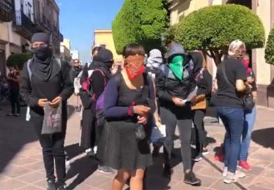 Protestan feministas en el centro