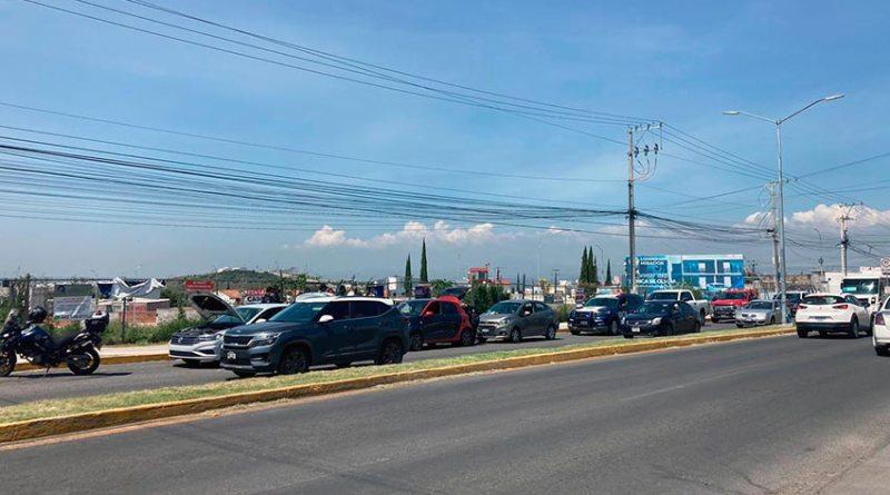 Persecución policíaca termina sobre Camino Real, en Corregidora