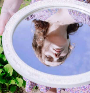 Evitas mirarte al espejo?
