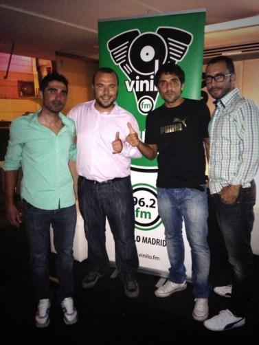 Año 2013. Presentación de Vinilo FM con varios ciclistas profesionales.