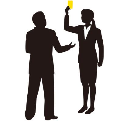 イエローカードを出す女性会社員のイラスト