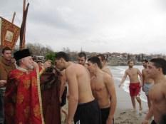 Двама младежи спасиха Светия кръст в Созопол 1