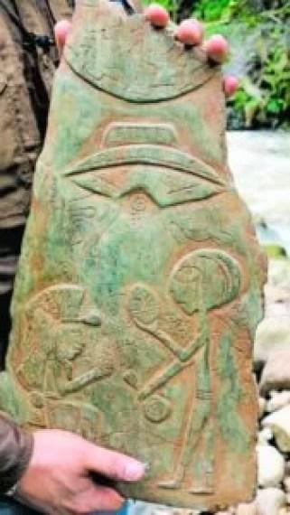 pedras de jade esculpidas que foram encontradas em cavernas em Puebla