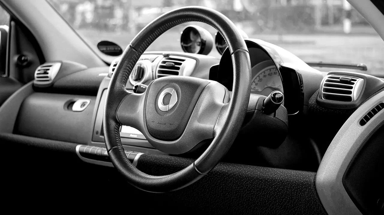 硬質ウレタンスポンジ(インテグラルスキンフォーム)自動車内装