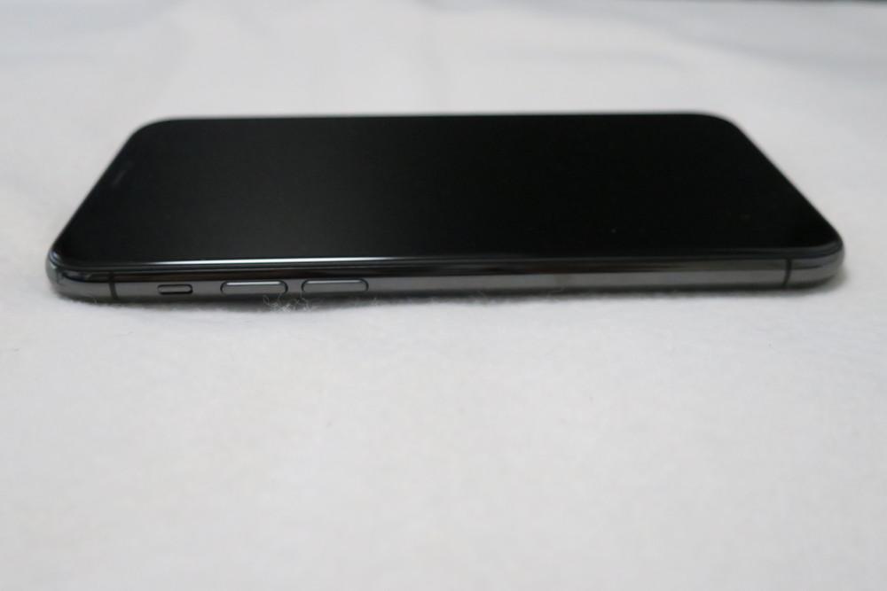 iPhone 11 Pro 左側面
