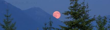 supermoon over mailbox peak