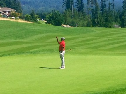 Babineaux selfie on the 18th green at TPC Snoqualmie Ridge