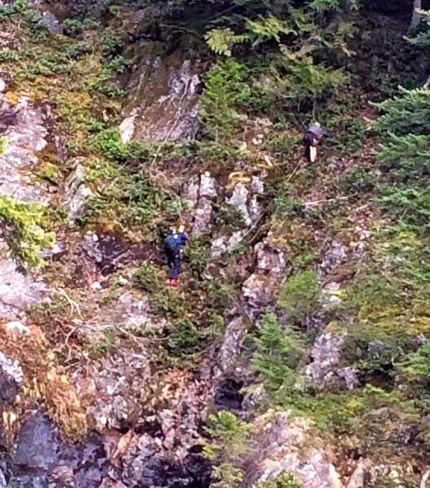 SAR member helping hiker rappel out of the ravine on Mt. Teneriffe where he had become stranded 3/2/15. Photo: Seattle Mountain Rescue Facebook page