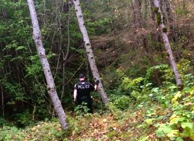 Snoqualmie Police Officer searching for shoplifter in woods on Snoqualmie Ridge, 10/4/16.