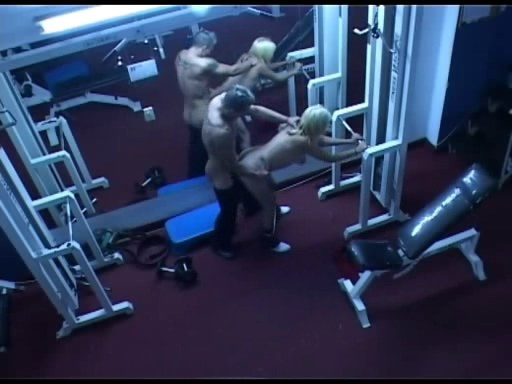 Hardcore action in the gym filmed by security cam!