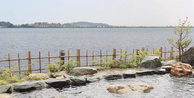 「片山津温泉 大江戸温泉物語「ながやま」 柴山潟を望む露天風呂も堪能」のアイキャッチ画像