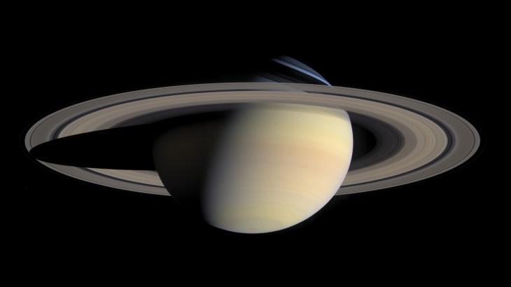 太陽系第六の惑星・土星 巨大リングを持つその姿と謎に迫る