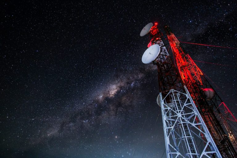 mobile-sky-technology-night-milky-way-cosmos-714484-pxhere.com