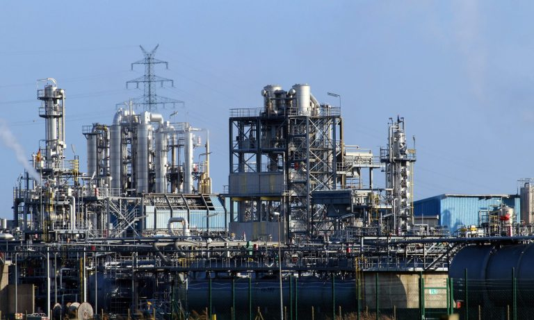 vehicle-industry-energy-pipes-pollution-refinery-773286-pxhere.com