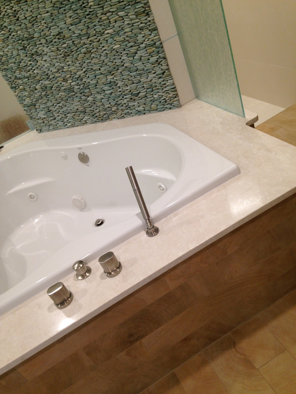 master-bath-tub-1