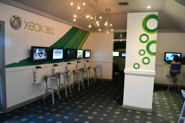 X Box Lounge, Beaches