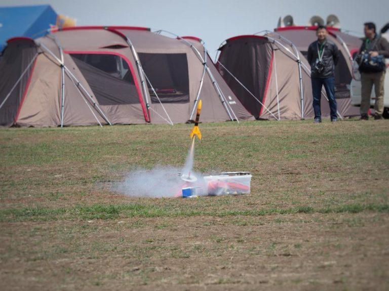 初日は打ち上げは延期されましたが、スカイヒルズではモデルロケットが打ち上げイベントが行われました