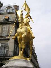 Giovanna d'Arco combatté gli inglesi armata di gentilezza, mica di spada
