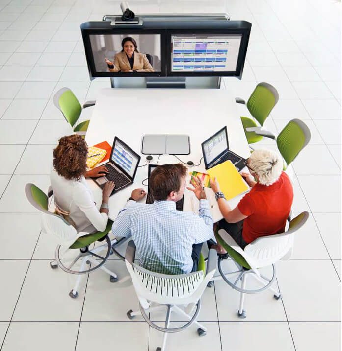 collaborative workspace - Picture of a team working collaboratively