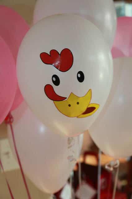 boys barnyard themed birthday party balloon decoration ideas