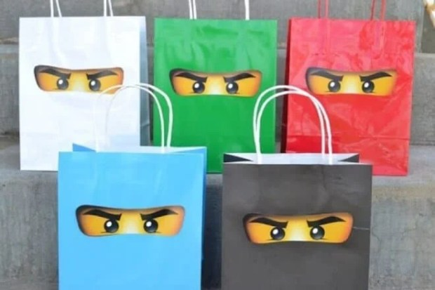 These Lego Ninjago favor bags will leave your guests wishing your party could continue.