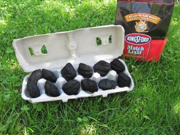 This briquette fire starter simplifies transport and barbecuing.