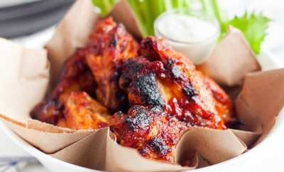 bbq wings in basket