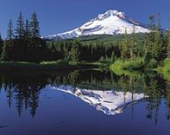 mount_hood_reflected_in_mirror_lake_oregon